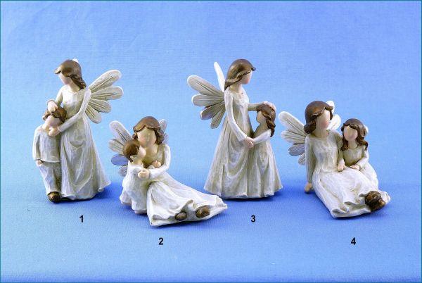 Poly Schutzengel mit Kind stehend oder sitzend creme / braun in vier Variationen