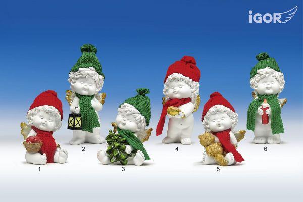 Weihnachtsengel Igor stehend / sitzend mit bunter Pudelmütze