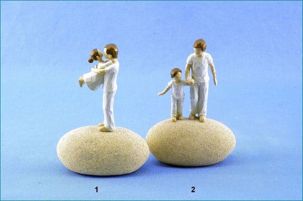 Poly Vater mit Kind auf Stein in 2 verschiedenen Versionen