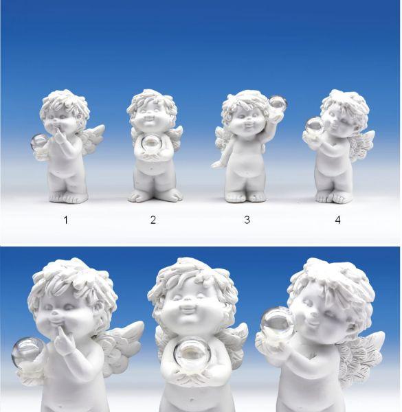Engel Igor mit Seifenblase stehend